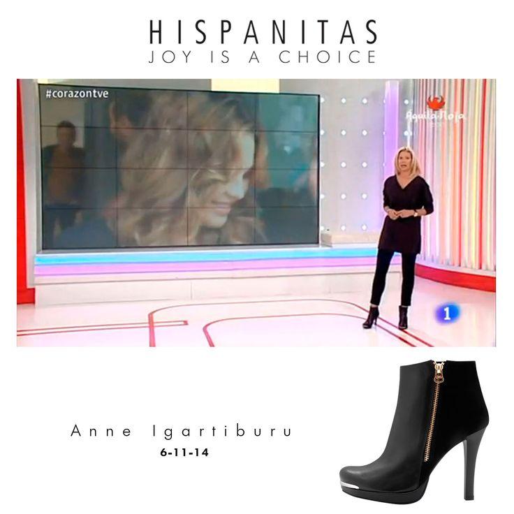 "Anne Igartiburu con botines HISPANITAS presentando su programa ""Corazón""."