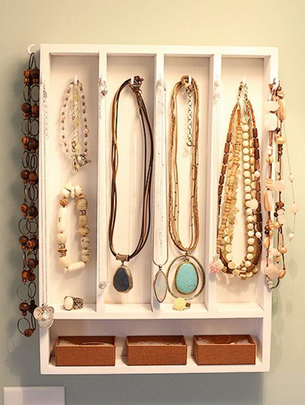 le porte bijoux mural une d co pratique et belle porte bijoux mural bois. Black Bedroom Furniture Sets. Home Design Ideas
