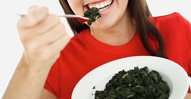 La espinaca es beneficiosa para la salud debido a su contenido en vitaminas, minerales y Fito nutrientes, compartimos contigo 7 beneficios de la espinaca