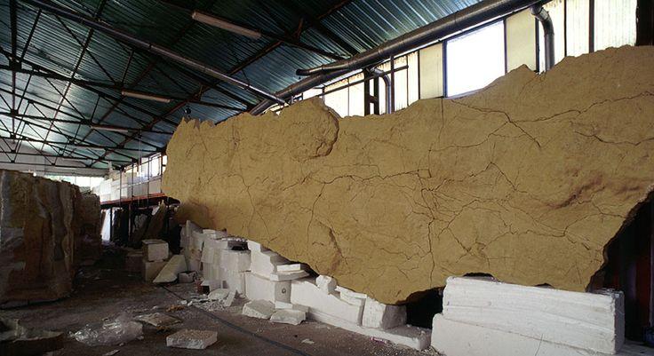NeoCueva de Altamira. Realización de la Neocueva en roca micronizada  Imagen: taller 3, durante el proceso realización: www.troppovero.com