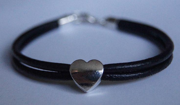 bransoletka z serduszkiem na czarnych rzemykach   bracelet with a heart on black straps