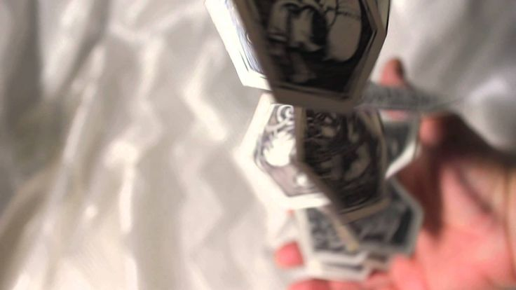 """Вариант 2  Уникальное авторское миниатюрное издание. """"Секретный Лексикон"""", состоящий из 33 букв русского алфавита с зашифрованными текстами - ребусами и рисунками в стиле """"граффи-тату"""". Дизайнерская бумага, цифровая печать, скульптурная обложка из тонированной полимерной глины.  Издано ограниченным тиражом 5 нумерованных экземпляров.   Идея, конструкция, дизайн, макет, рисунки, текст, переплет, сборка: Эмиль Гузаиров"""