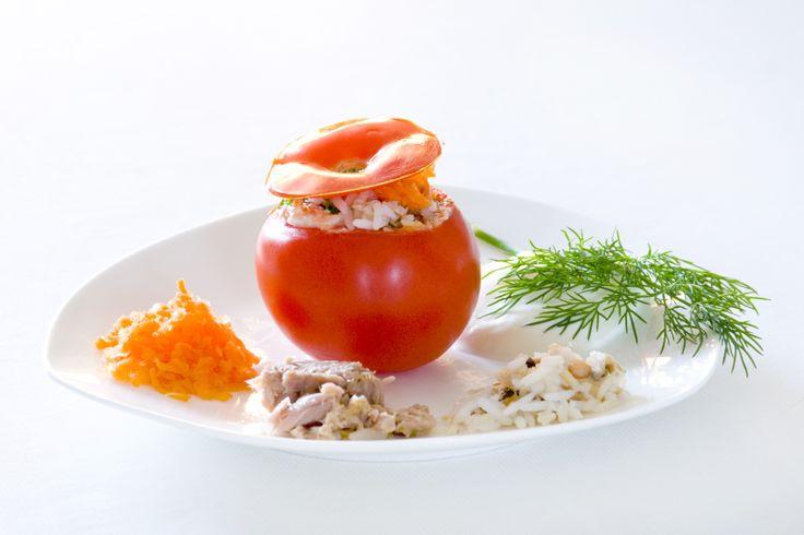Gevulde tomaat. Bij elke avondmaaltijd mag je een hoofdgerecht en een voorgerecht of een nagerecht.  http://www.beas-webwinkel.nl/feestje