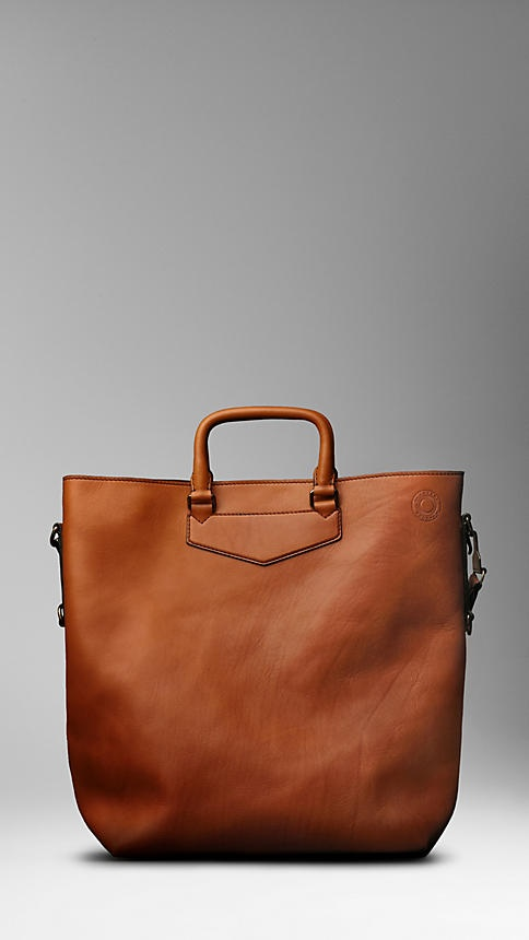 beautiful leather tote.:  Postbag