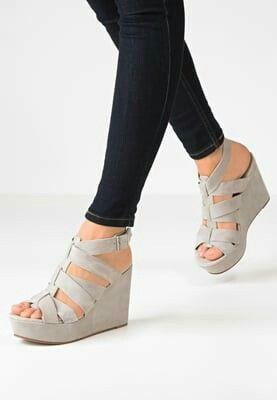 SPM cool grå sandaler med kilehæl