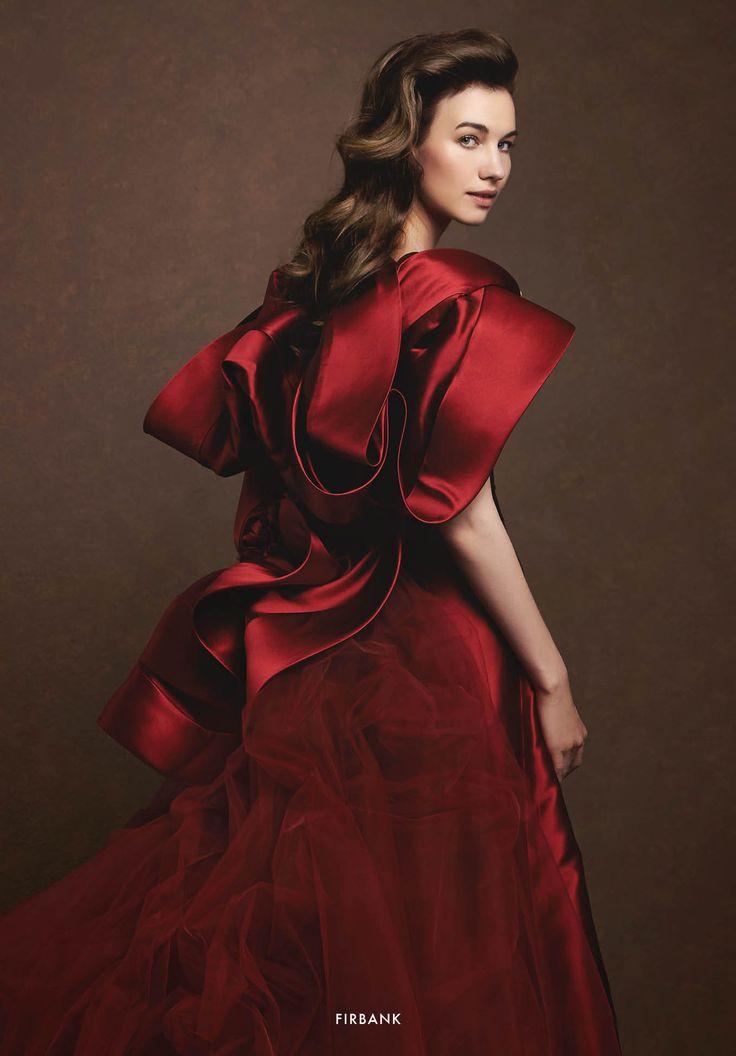 Collezione Signature 2015 - Elisabetta Polignano: Bridal dress rosso in seta e tulle, con mantellina #wedding #weddingdress #weddinggown #abitodasposa