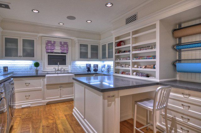 25 Amazing and Practical Craft Room Design Ideas ||| I love when craft room makeovers include kitchen countertops and cabinets. It's so smart and always looks so clean!
