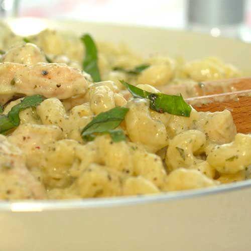 Pesto sos umesro parmezana stavi biljni kackavalj a umesto pinjola suncoktet i badem ili indijski orah