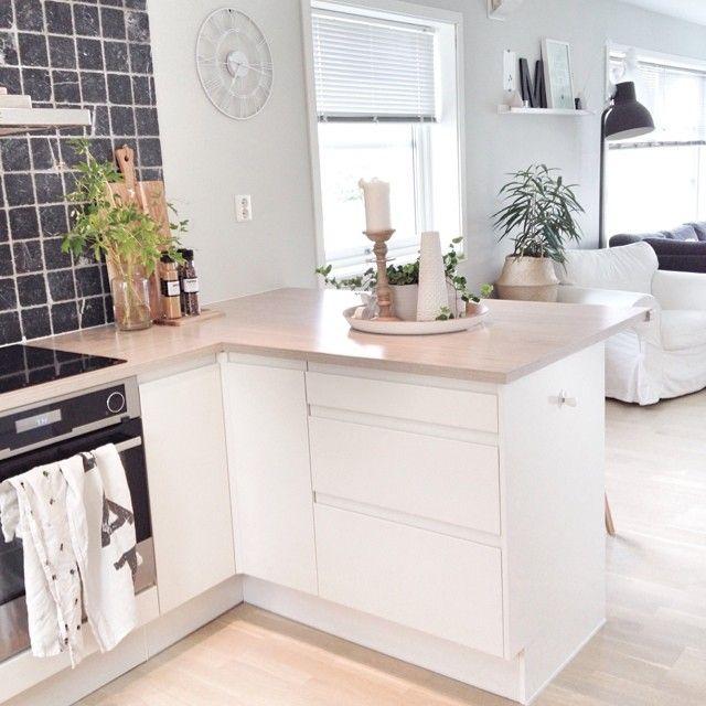 Ønsker alle en fiiiin fredag med et bilde fra kjøkkenet mitt i morges 🌿 // This morning in my kitchen! Wishing u all a nice Friday🌿  #interior #interiør #inspo2you #interior123 #interior2you #interior4all #interiorforinspo #monshjem #tipstilhjemmet #popeyecandy #skandinaviskehjem #nordicstyle #nordiskehjem #nordicinterior #nordiskinterior #dagensinterior #finahem