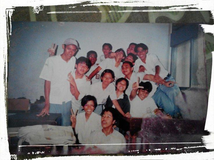 """#Fotojadoel : """"Ingat Marzukoh """"Bobot"""" Raiz IPA 4 SMUN 55 Jakarta angkatan 1999, Wali Kelas Ibu Rahmawati Indra Guru Matematika"""", kata Ade Irma Arlianti di Fesbuk pribadinya."""