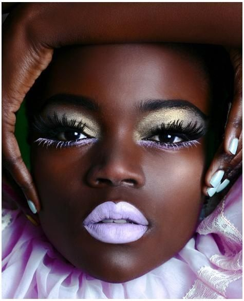 We love OTT bold makeup which can now be combined into this season's pastel lips. See our favourite ways to wear the latest makeup look in statement shades. Pastell Make-up, Warlock Class, Elf Lipstick, Lilac Lipstick, Pastel Lips, High Fashion Shoots, Fashion Show Makeup, Fashion Wigs, Looks Dark