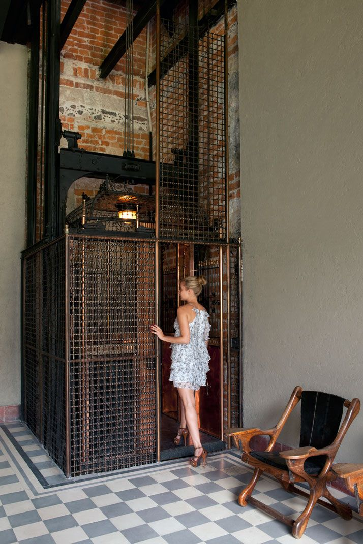 If in the future I build / decorate a loft / warehouse / industrial building, I need this lift - very bad .. It is actually good for all future projects (A 17th Century Colonial Palace Is Transformed Into The Downtown Hotel And Hostel In Mexico City | Yatzer)