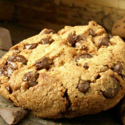 Az amerikai csokis kekszet majszold el egy csésze kávé, kakaó mellé! A sütést kezdheted dupla adaggal.