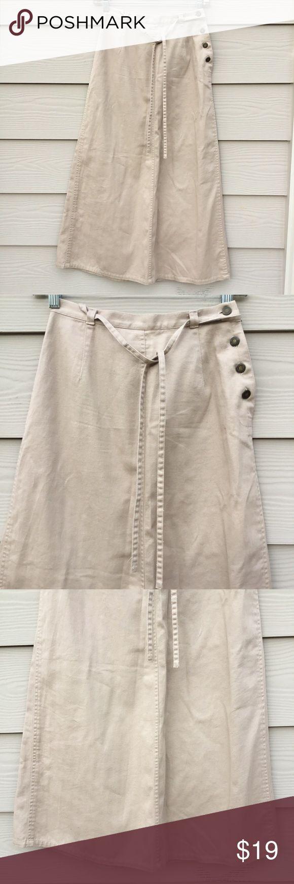 """Liz Claiborne Beige Maxi Skirt Size Petites 0 ⭐ Size Petite 0, measurements laying flat : length 33"""", waist 12.5"""" ⭐ 100% cotton Liz Claiborne Skirts Maxi"""