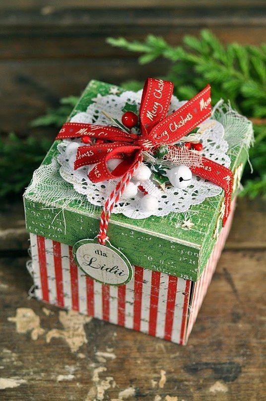 Подарок в открытке новогодней