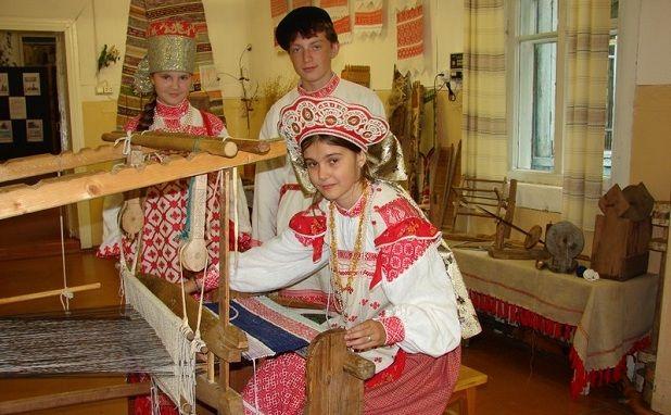 В школе народных ремесел.
