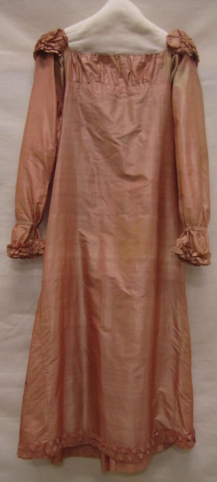 Japon | Dress, ca. 1810-1815, tafzijde met gefronste stof schouders| taffeta with frowned fabric in shoulders, Gemeentemuseum Den Haag #modemuze #janeausten #gemeentemuseum