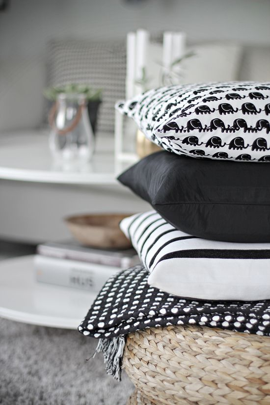 Stack of black and white pillows | Stylizimo Blog
