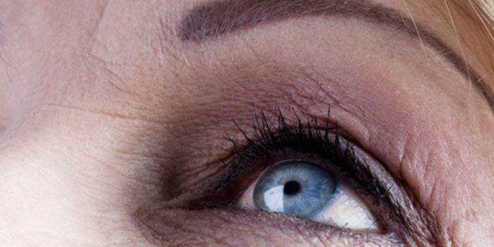 Make-up fouten die je ouder maken en oplossingen hoe je je make-up zo kunt aanbrengen dat het je jeugdig en jonger maakt.