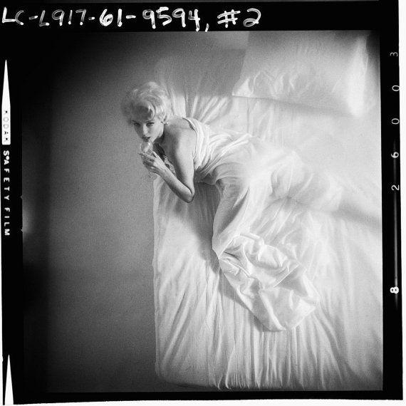COOL zeldzame Marilyn Monroe in het drinken van wijn in Bed