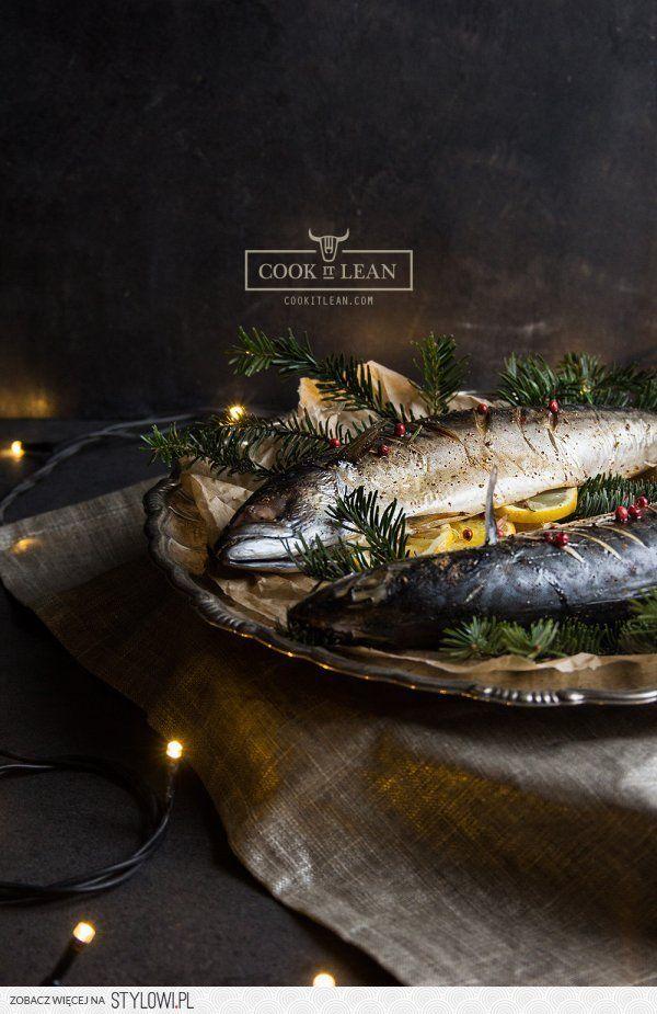 Makrela pieczona w korzennych przyprawach - Cook it Lea… na Stylowi.pl