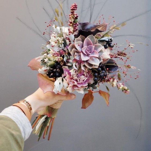 19 Inspiring Winter Flower Arrangements on Instagram via Brit + Co