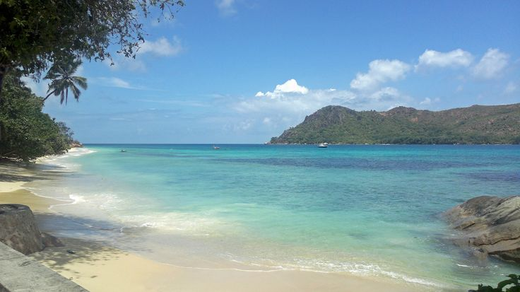 Seychelles. Praslin. Picturesque white-sand beaches.