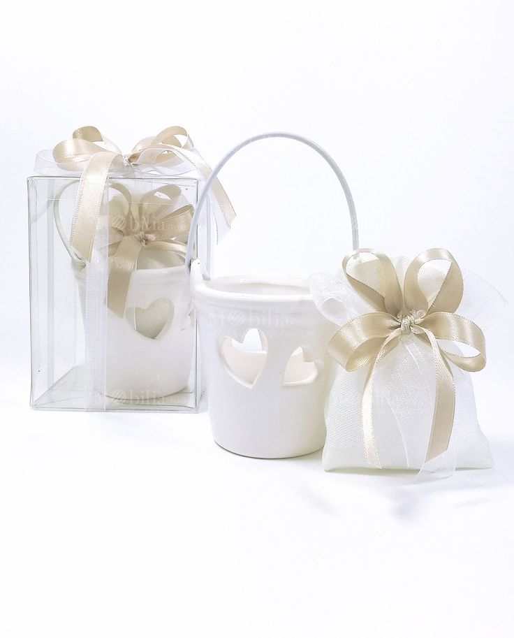 Originale Bomboniera secchiello Ceramica Bianca confezionata con sacchettino e confetti. Compresa anche di statola in pvc.