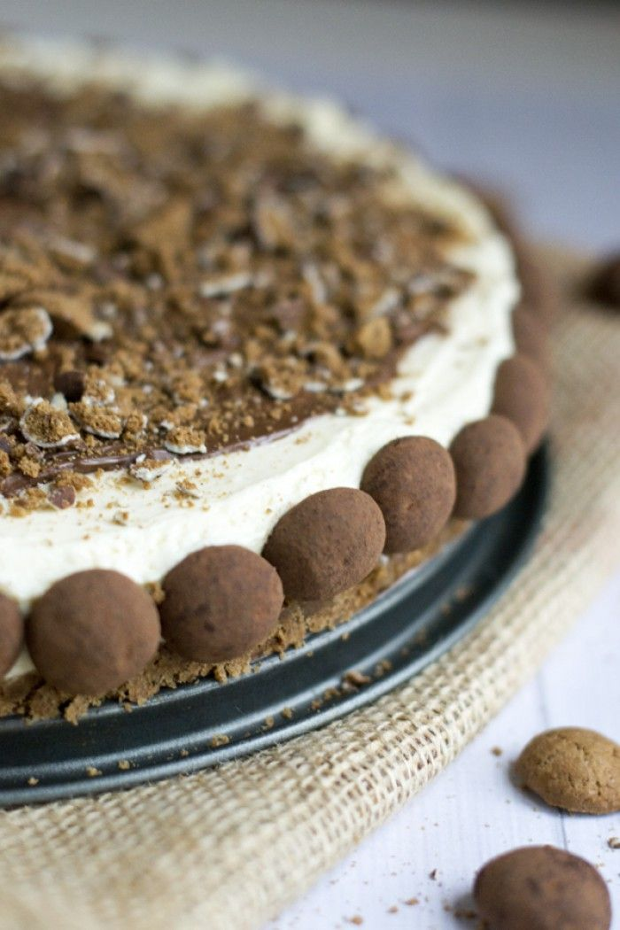 Sinterklaastaart met MonChou en (truffel)kruidnootjes. Super lekker, deze moet je maken voor je sinterklaasfeestje. Recept via Brenda Kookt