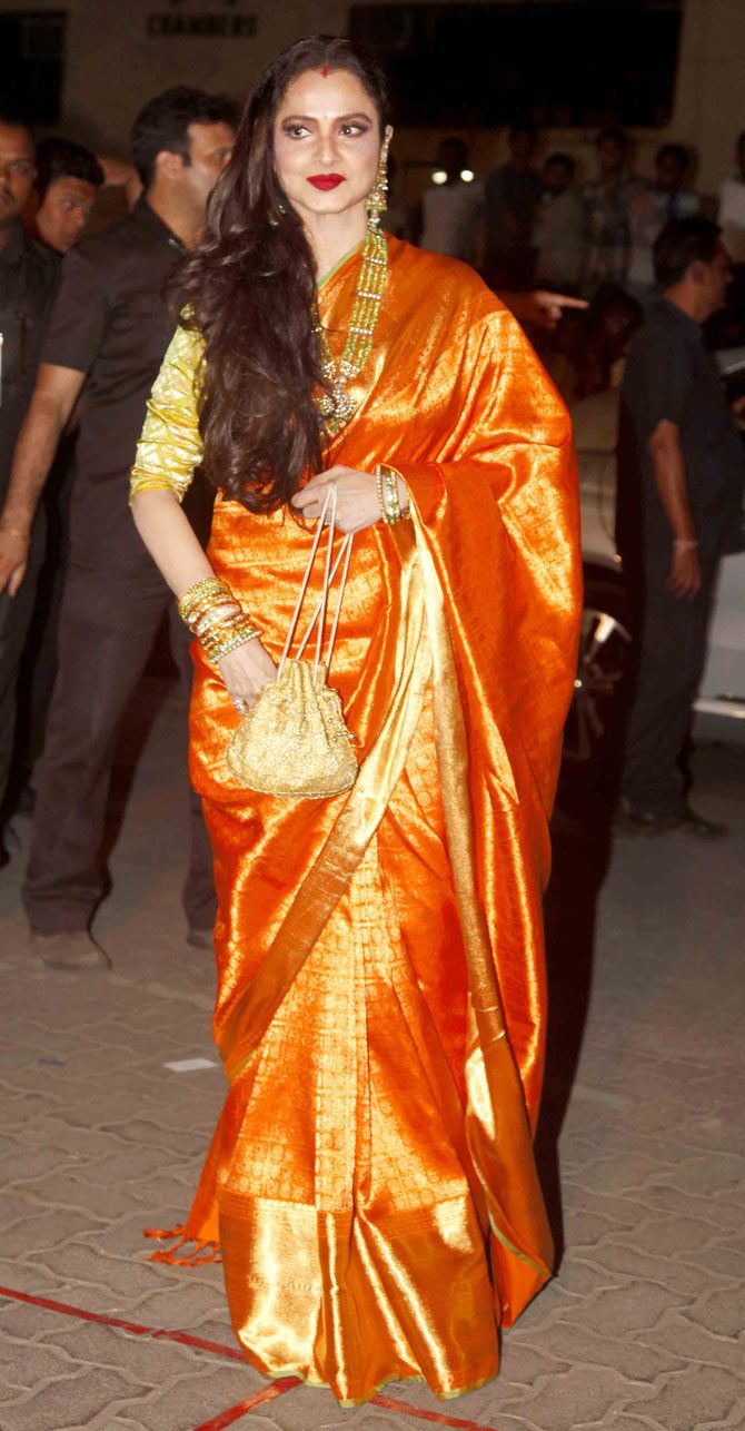 Rekha arriving at the 60th Filmfare Awards 2014. #Bollywood #Fashion #Style #Beauty