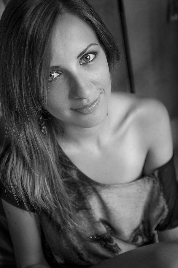 Laura BW II by Alex Haidamac on 500px