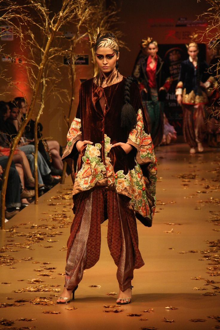 Ritu Beri's collection 'Summerleas' at Blender's Pride Bangalore Fashion Week 2012