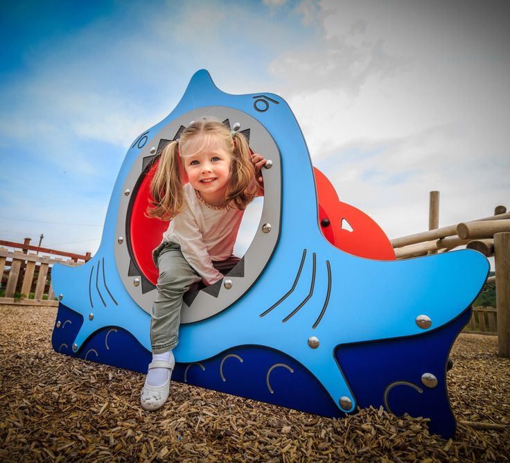 An adventure on the seven seas may include a shark encounter! Imagine being up close to a set of jaws like this…are you brave enough to venture in and crawl through? Exciting role play opportunities await with this bright and eye catching Crawl Tunnel.