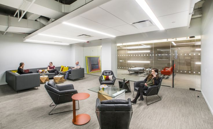 5 Bryant Park  Designer: MKDA New York    #5bryantpark #office #mkdanewyork #tagwall #slimline #interiordesign #officedesign #walldesign #workspaces