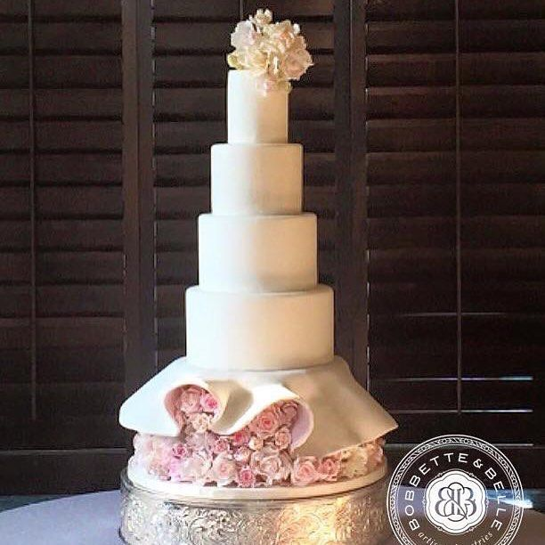 "Cake ""The Marilyn""! #bobbetteandbelle #bakery #toronto #weddingcakes"