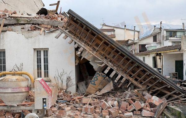 تفسير حلم رؤية الزلزال في المنام معنى الزلازل الخفيف في الحلم رؤية زلازل يوم القيامة معنى الهروب من الزلزال الشعور بالز Western Greece Earthquake Homeowner