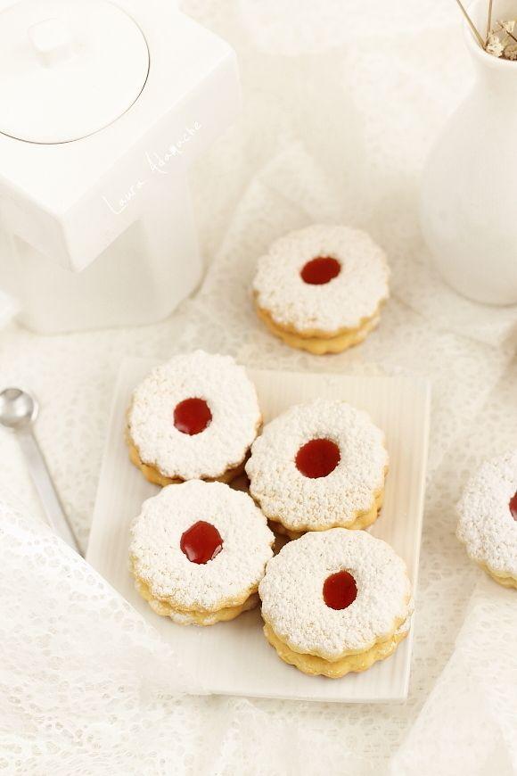 Biscuiti italieni Canestrelli - retete culinare biscuiti. Reteta biscuiti italieni fragezi canestrelli.  Ingrediente si mod de preparare biscuiti fragezi italieni.