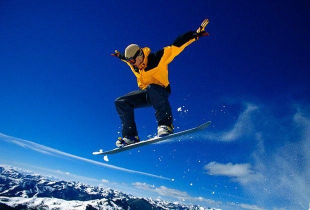 Practicar snowboard sin saber esquiar - http://www.puntofape.com/practicar-snowboard-sin-saber-esquiar-26751/ Algunos deportistas prefieren aprender a esquiar antes de practicar otro deporte de nieve, pero también es posible practicar snowboard sin saber esquiar y dominar esta actividad en relativamente poco tiempo disfrutándola al máximo. Es necesario que tengas en cuenta ciertos puntos importantes an...