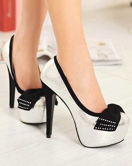 High heel pumps with black bow