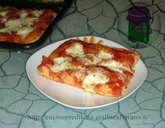 Avevo voglia di una pizza soffice e alta,fatta con pochi e semplici ingredienti,proprio come la pizza che mangiavo da bambina. Di solito faccio una pizza...