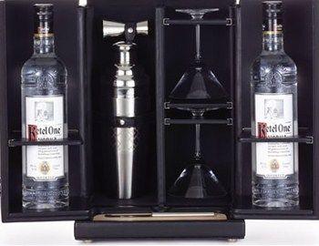 Τα cocktails που ο bartender ετοιμάζει δείχνουν την εμπειρία του, τη φαντασία και το πώς αντιλαμβάνεται την κουλτούρα του μπαρ. Η Tumi σε συνεργασία με την Diageo, μία από τις μεγαλύτερες εταιρίες διανομής ποτών παγκοσμίως,