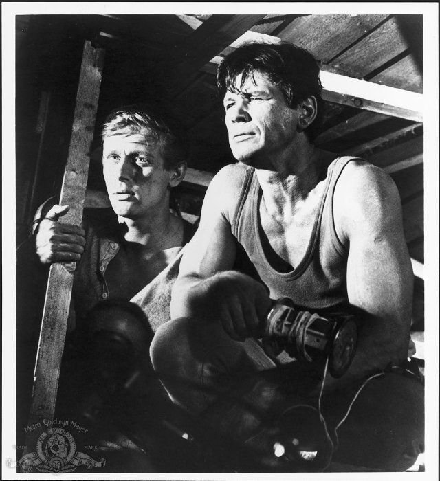 John Leyton and Charles Bronson laying cables in The Great Escape.