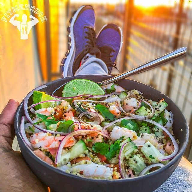 Happy Saturday. Slammin #3colormeal super bowl = shrimp + quinoa + cucumber + tomato + cilantro + red onion + lime + sesame seeds + 1 tbsp sesame oil + Bragg's Liquid Aminos + #Dallas sunset. Hope y'all are enjoying the weekend and doing things that move you closer to your goals. Tomorrow I'll be finalizing content for Part 4 of the YouTube series on #MealPrep! What are some things you want to see? Let me know in the comments and if I can swing it I'll shout you out in the video! Boom…