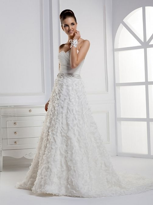Fancy sheath/column sleeveless tulle wedding dress