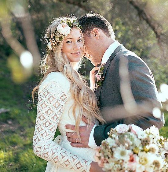 Headpieces de flores são os nossos queridinhos do momento:Brooke Davis of Blush By B  #bohobrides #headpieces #instalove #weddinginspiration #mercedesalzueta #inspiraçãodecasamento #inspiraçãodecabelo #bridalinspiration  #headpieces #bridalheadpieces #acessoriosparacabelo #acessoriosparanoivas #wedding #casamento #bride #love #mercedesalzueta #handmade #noiva #instabride