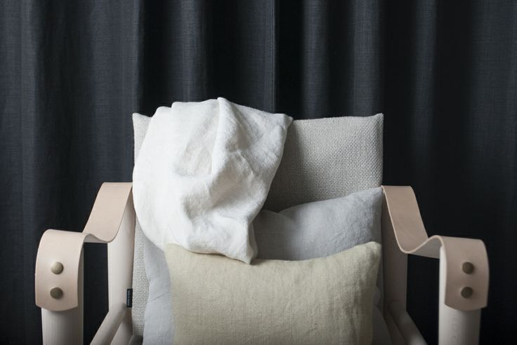 Deia from Astrid is a washed linen with a true artisanal production. Lots of beautiful crinkles and breaks. Here on a rest chair from Virgine Lobrot in our heavy upholstery fabric Alber.