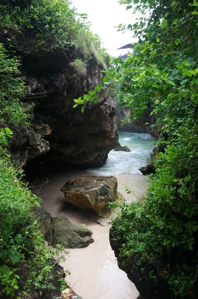 Uluwatu Caves, Bali.