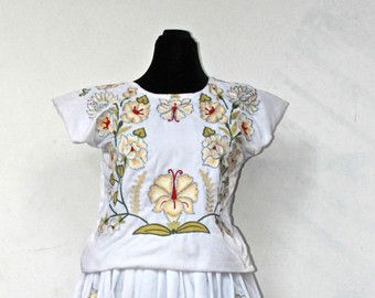 Mexican wedding dress, istmo de tehuantepec. Mexican embroidery, frida kahlo clothing. Traje de novia mexicano. Bordado a mano. Vintage.