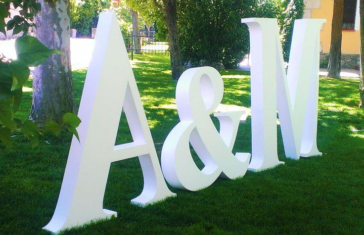 letras grandes para bodas, letras gigantes bodas, letras en cartón, letras en cartón bodas, iniciales bodas