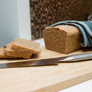 Endelig kommer det en ny oppskrift på brød, og denne gangen er det en oppskrift på eltefritt brød i form.